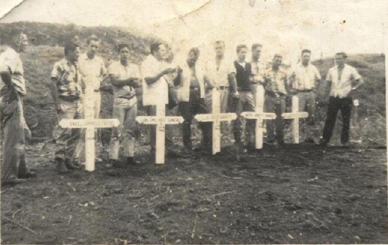 Diez cruces fueron erigidas como monumento a la valentía de los hombres que entregaron su vida al servicio de los damnificados. Hoy, solo queda una en el Mirador El Silencio.